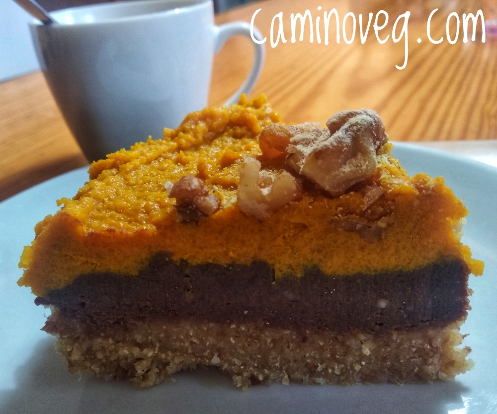 tarta de cacao y curcuma raw